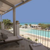Apulien_Hotel Canne Bianche_Junior-Suite-balcony-Poolsea-view