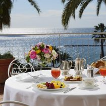 Ligurien_Hotel Royal San Remo breaksfast_on_the_terrace