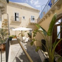 Sizilien_Hotel Maniace RMH patio 3