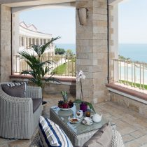Apulien_Il Porto_Family Room with Shared Terrace sea view (3)