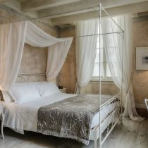 Lombardei_Relais Villa Vittoria_Cosy Room with partial view