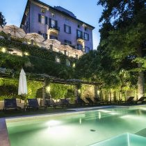 Lombardei_Relais Villa Vittoria_pool in the evening