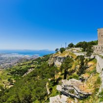 sizilien_erice_panorama-meer_shutterstock_2017_392801056