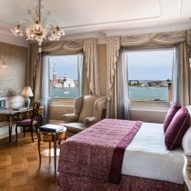 Veneto_Baglioni_Hotel_Luna_Venezia_Junior_Suite_Lagoon_View_Bedroom_1